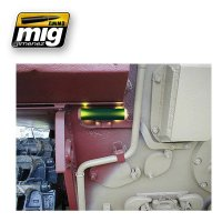 A.MIG-096-Crystal-Green-Periscope-and-Tail-Light-On-(17mL)